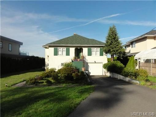 Main Photo: 1586 Mileva Lane in VICTORIA: SE Gordon Head House for sale (Saanich East)  : MLS®# 724962