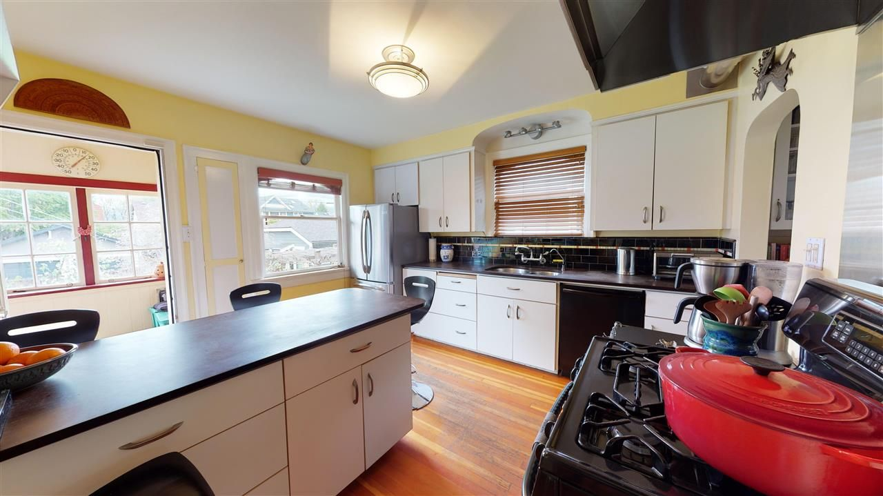 Photo 13: Photos: 2521 KITCHENER Street in Vancouver: Renfrew VE House for sale (Vancouver East)  : MLS®# R2573364