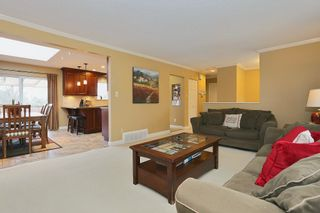Photo 3: 1550 KENT Street: White Rock House for sale (South Surrey White Rock)  : MLS®# R2029141