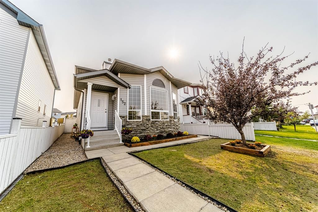 Great curb appeal on this one! New Roof, Vinyl sidings and eavestrough and downspouts all throughout the house.