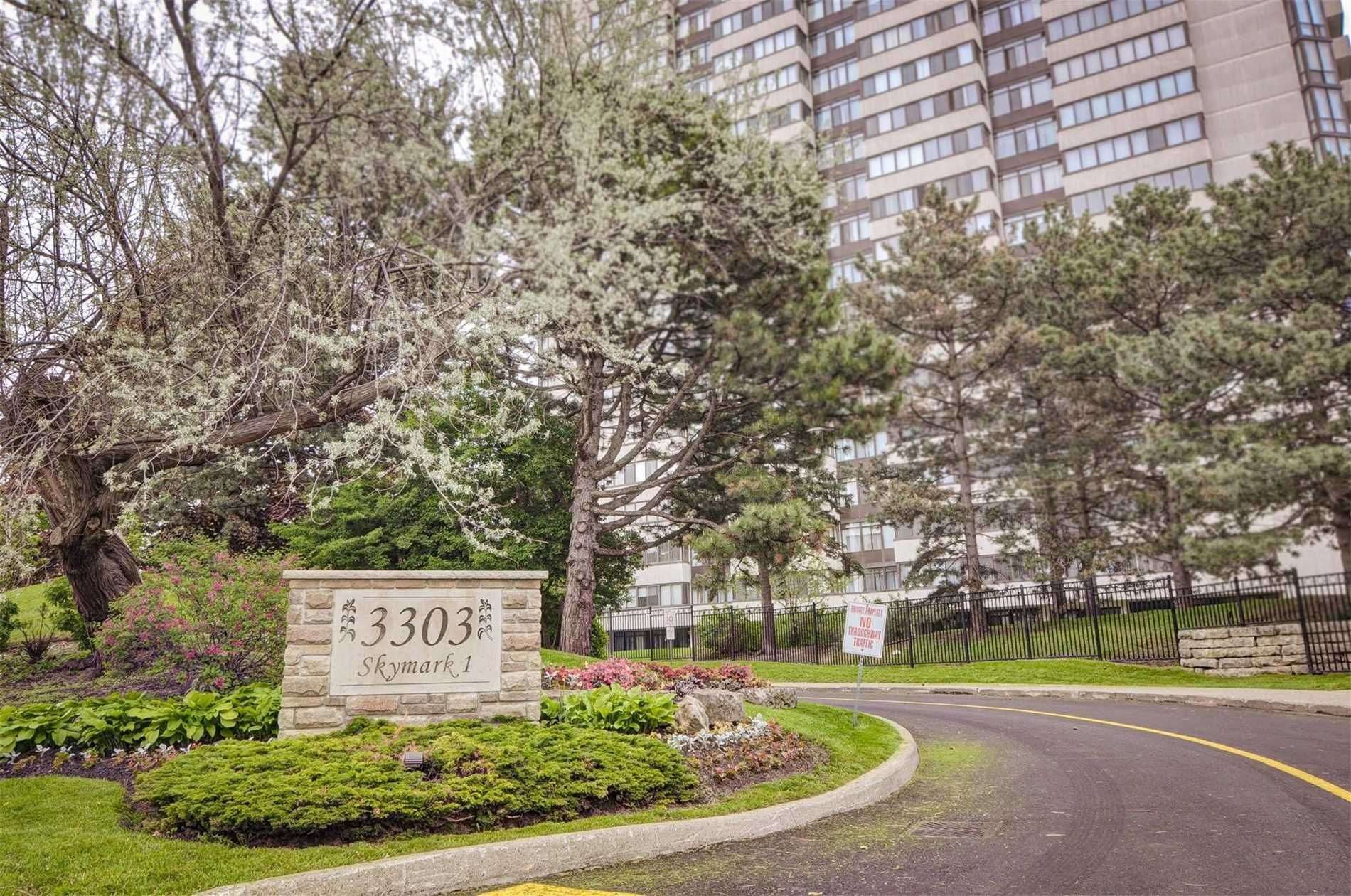 Main Photo: 3303 Don Mills Rd 2106 in Toronto: Condo for sale : MLS®# C4479649