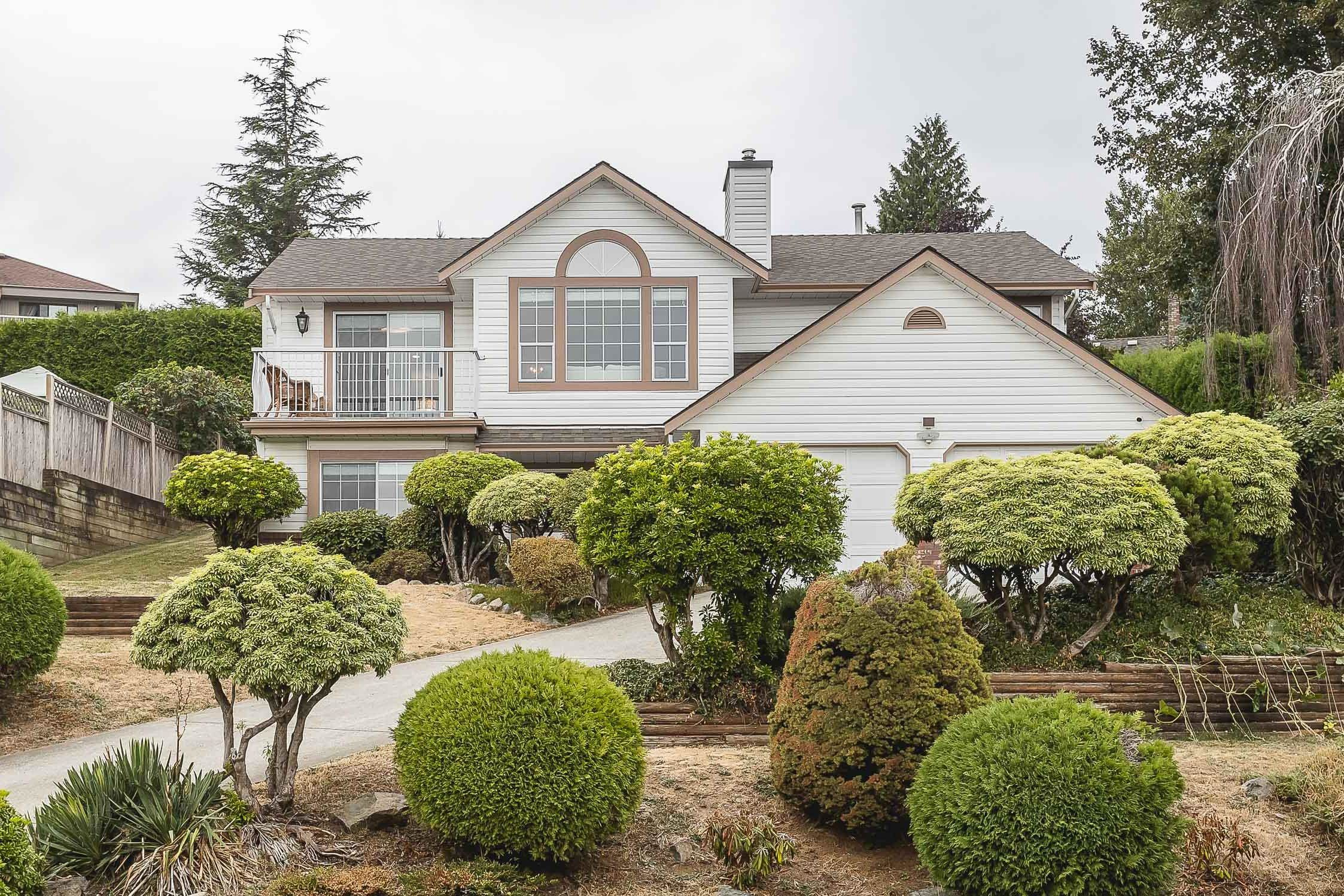 Main Photo: 2375 MOUNTAIN DRIVE in Abbotsford: Abbotsford East House for sale : MLS®# R2610988