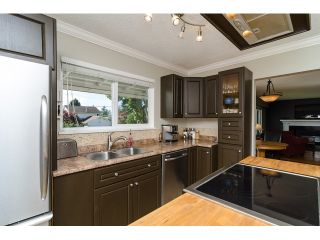 Photo 10: 15871 THRIFT Avenue: White Rock House for sale (South Surrey White Rock)  : MLS®# R2057585