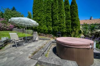 Photo 3: 517 SOUTH FLETCHER Street in Gibsons: Gibsons & Area House for sale (Sunshine Coast)  : MLS®# R2599686