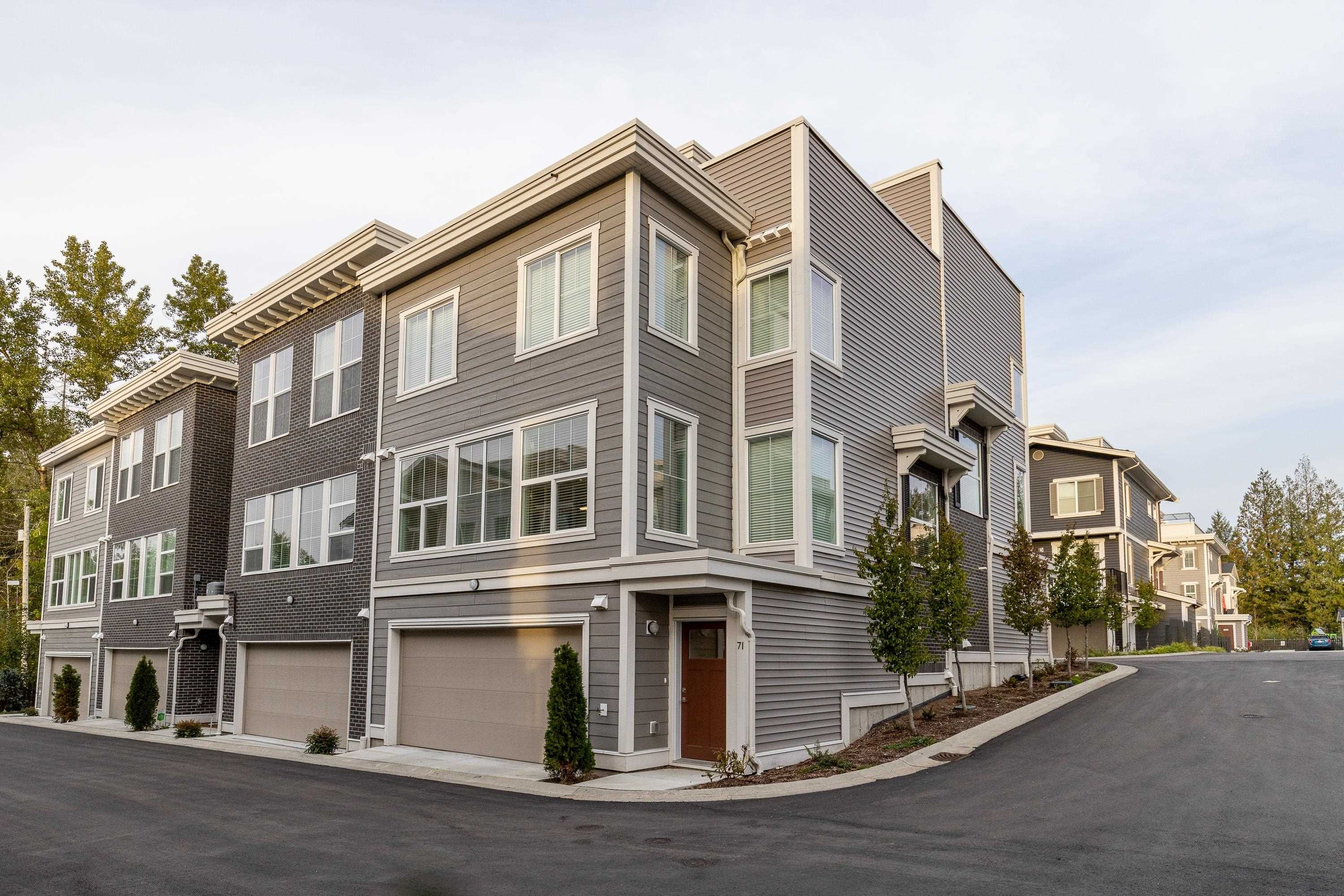 """Main Photo: 71 8371 202B Street in Langley: Willoughby Heights Townhouse for sale in """"Kensington Lofts"""" : MLS®# R2624077"""