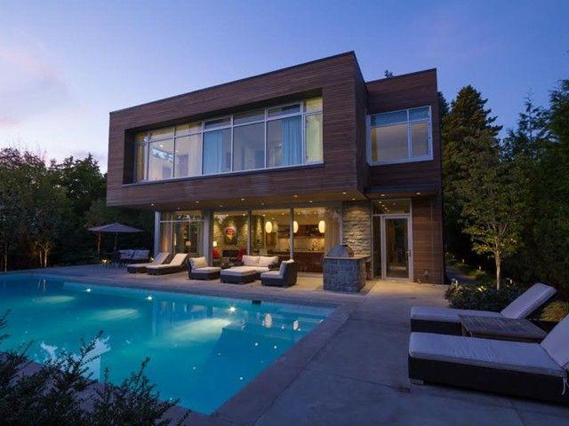 Amazing Huge OUTDOOR Swimming Pool & Pool Lounge