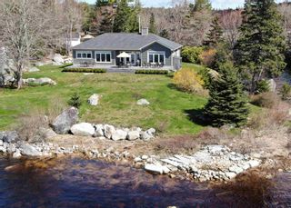 Photo 1: 7 Calm Waters Lane in East River: 405-Lunenburg County Residential for sale (South Shore)  : MLS®# 202110586