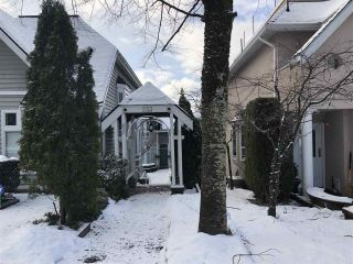 """Photo 3: 8 233 E 6TH Street in North Vancouver: Lower Lonsdale Townhouse for sale in """"ST. ANDREWS HOUSE"""" : MLS®# R2429678"""