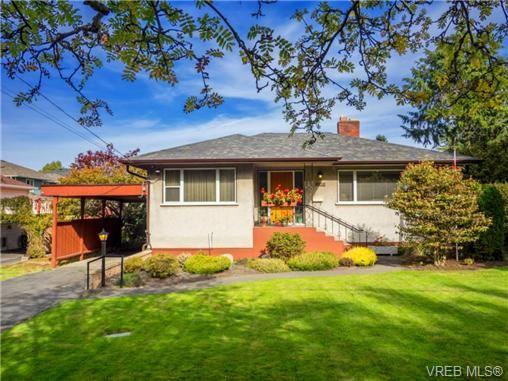 Main Photo: 1122 Munro St in VICTORIA: Es Saxe Point House for sale (Esquimalt)  : MLS®# 714401