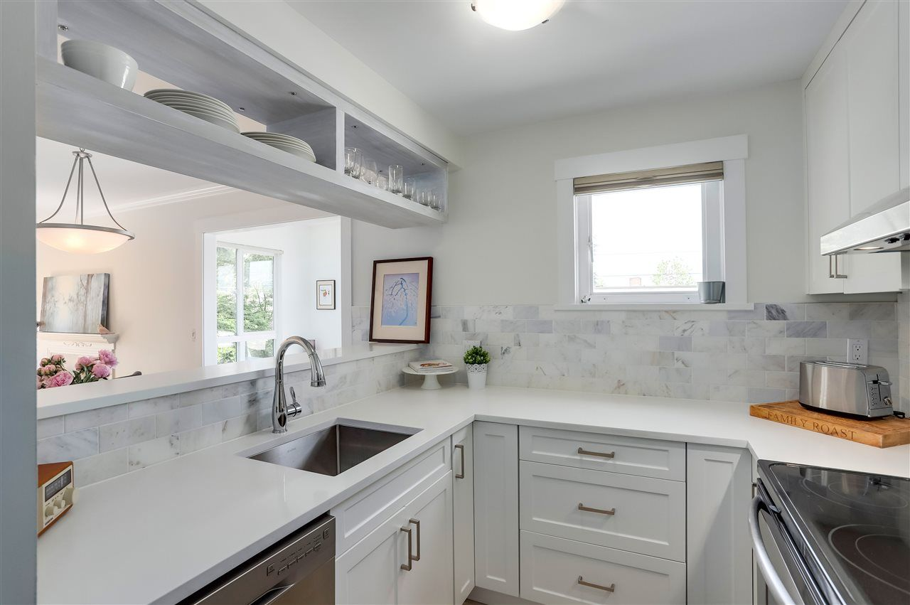 Main Photo: 204 507 E 6TH AVENUE in : Mount Pleasant VE Residential Attached for sale : MLS®# R2282183