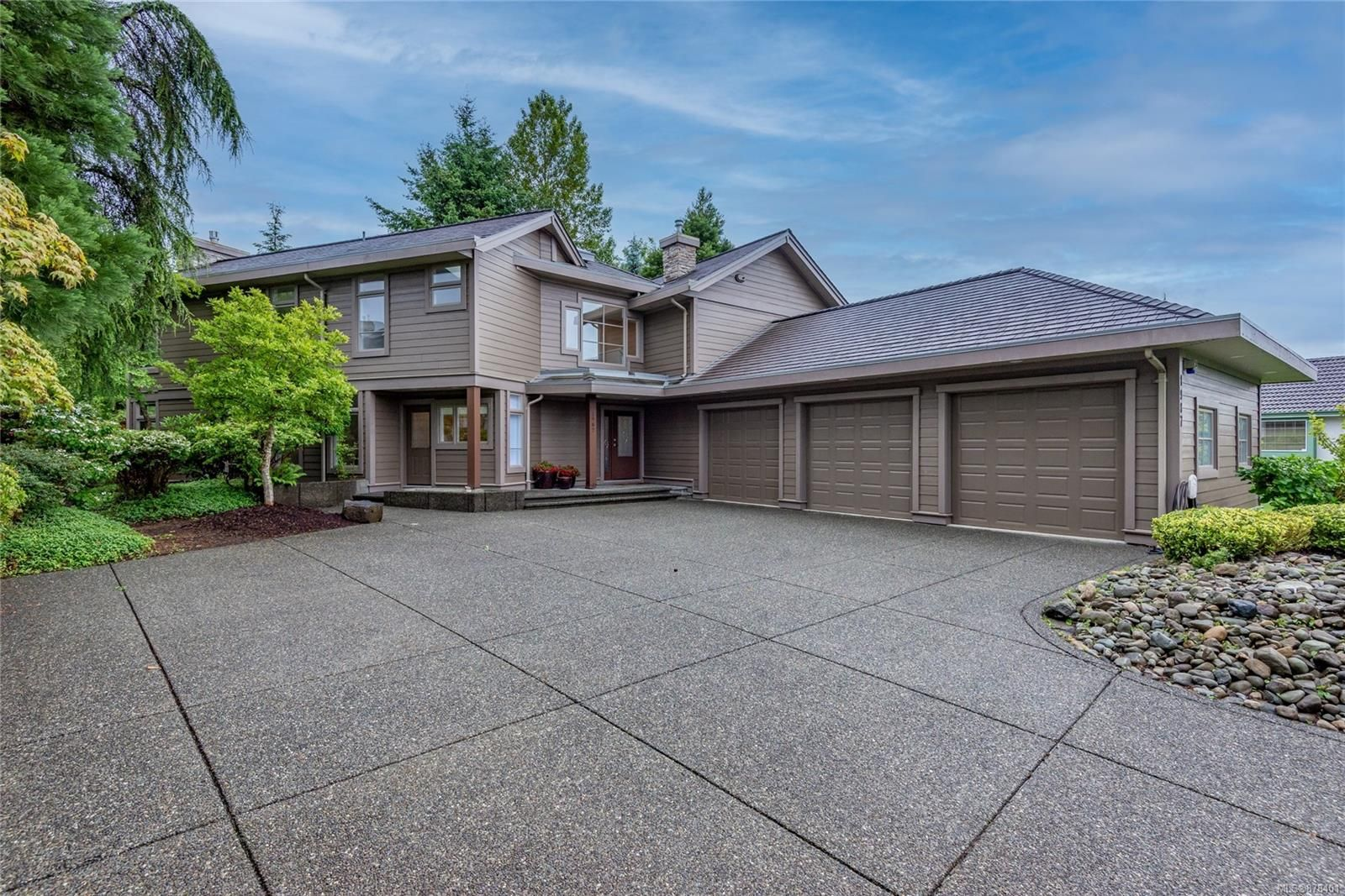 Main Photo: 1987 Fairway Dr in : CR Campbell River West House for sale (Campbell River)  : MLS®# 878401