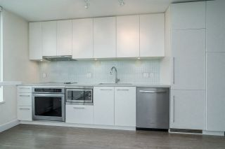 """Photo 5: 903 668 COLUMBIA Street in New Westminster: Quay Condo for sale in """"Trapp & Holbrook"""" : MLS®# R2292147"""
