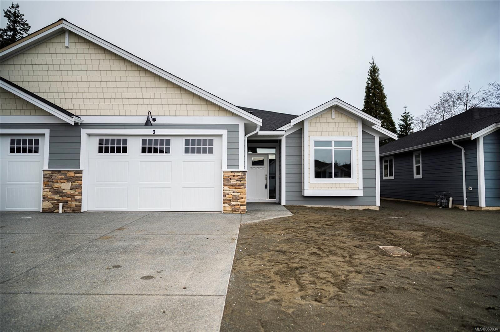 Main Photo: 22 200 Nikola Rd in : CR Campbell River West Row/Townhouse for sale (Campbell River)  : MLS®# 869034