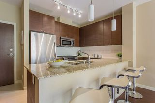 """Photo 6: 405 101 MORRISSEY Road in Port Moody: Port Moody Centre Condo for sale in """"LIBRA B/SUTTERBROOK VILLAGE"""" : MLS®# R2101263"""