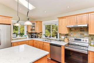 Photo 9: 1063 Chesterfield Rd in Saanich: SW Strawberry Vale House for sale (Saanich West)  : MLS®# 844474