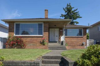 Photo 1: 1563 E 59TH Avenue in Vancouver: Fraserview VE House for sale (Vancouver East)  : MLS®# R2589048