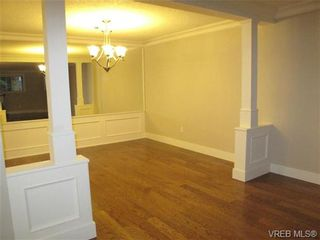 Photo 5: 111 1560 Hillside Ave in VICTORIA: Vi Oaklands Condo for sale (Victoria)  : MLS®# 682375