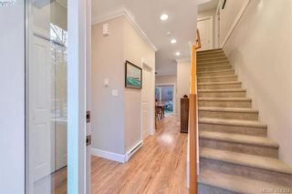 Photo 3: 680 Strandlund Ave in VICTORIA: La Mill Hill Row/Townhouse for sale (Langford)  : MLS®# 803440
