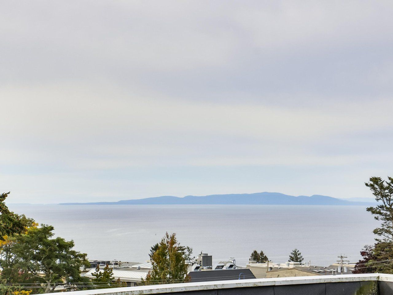 """Main Photo: 311 1341 GEORGE Street: White Rock Condo for sale in """"OCEANVIEW"""" (South Surrey White Rock)  : MLS®# R2381098"""