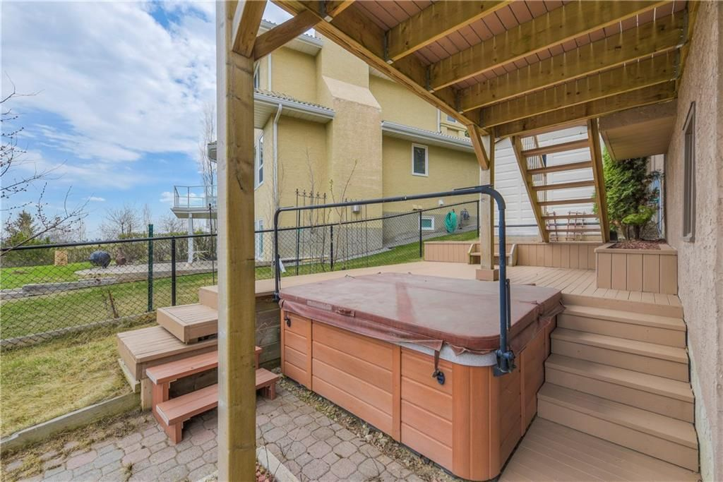 Photo 35: Photos: 2603 SIGNAL RIDGE View SW in Calgary: Signal Hill House for sale : MLS®# C4177922