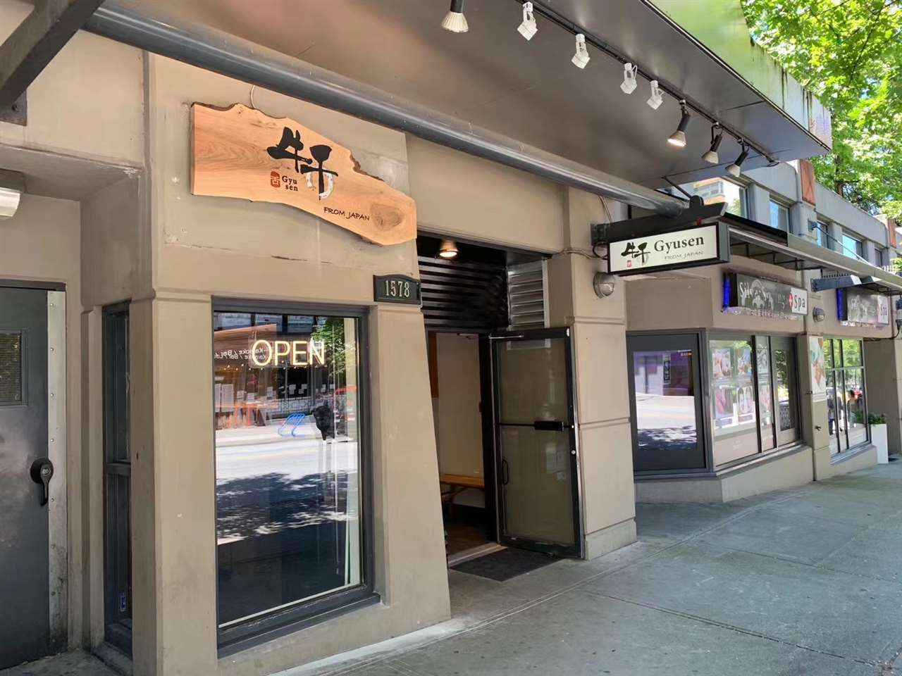 Main Photo: 1578 ROBSON Street in Vancouver: West End VW Business for sale (Vancouver West)  : MLS®# C8036531