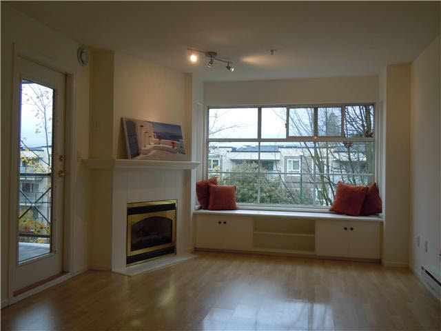 Photo 2: Photos: 307 2388 TRIUMPH Street in Vancouver: Hastings Condo for sale (Vancouver East)  : MLS®# V1094693
