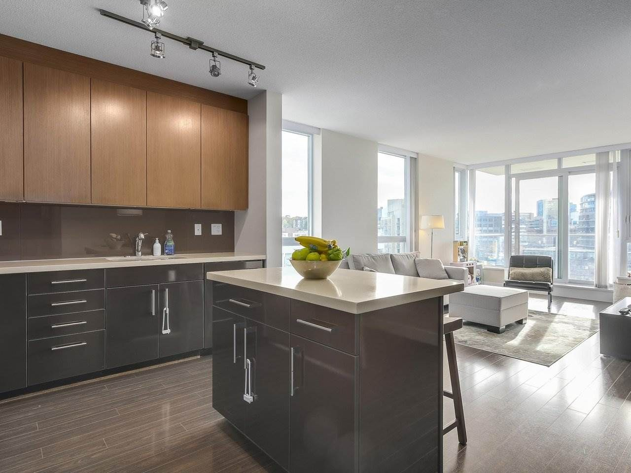 "Main Photo: 907 1833 CROWE Street in Vancouver: False Creek Condo for sale in ""The Foundry"" (Vancouver West)  : MLS®# R2212971"