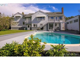 Photo 1: 2025 Lansdowne Rd in VICTORIA: OB Henderson House for sale (Oak Bay)  : MLS®# 759045
