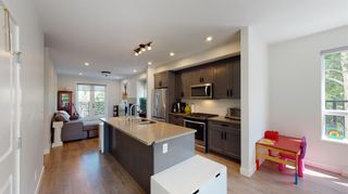 """Photo 4: 36 1188 MAIN Street in Squamish: Downtown SQ Townhouse for sale in """"Soleil"""" : MLS®# R2617496"""