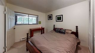 """Photo 21: 10573 HOLLY PARK Lane in Surrey: Guildford Townhouse for sale in """"Holly Park Lane"""" (North Surrey)  : MLS®# R2461825"""