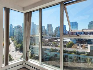 """Photo 7: 1602 1009 EXPO Boulevard in Vancouver: Yaletown Condo for sale in """"Landmark 33"""" (Vancouver West)  : MLS®# R2593362"""
