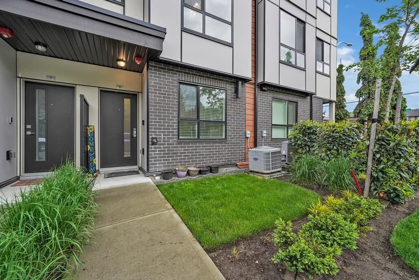 """Main Photo: 8 19790 55A Avenue in Langley: Langley City Townhouse for sale in """"TERRACE 2"""" : MLS®# R2603419"""