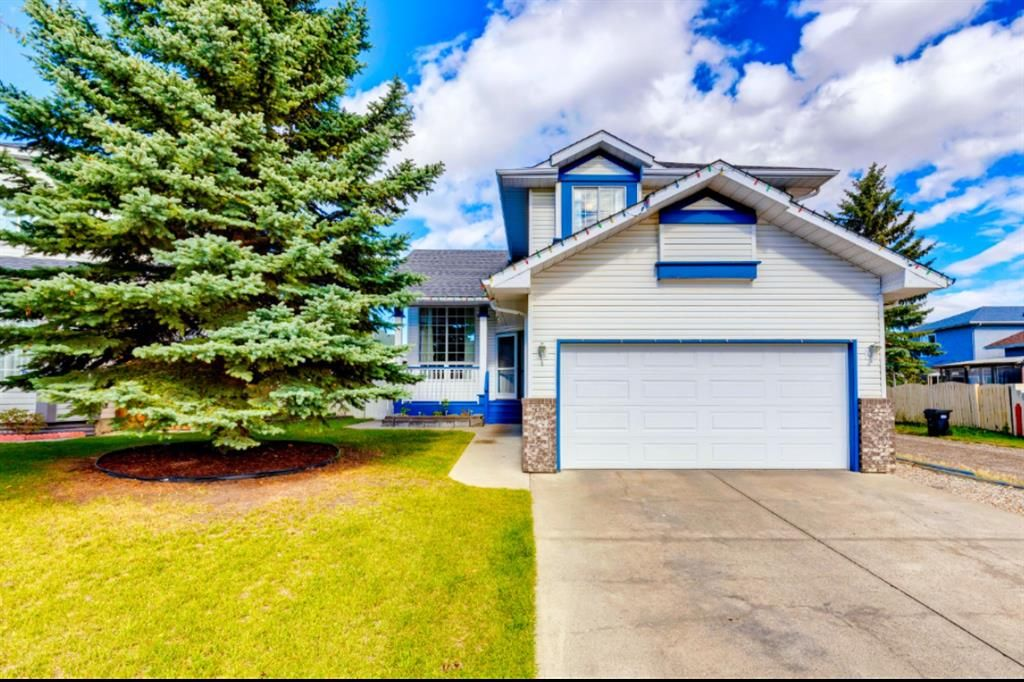 Main Photo: 8 Applecrest Crescent SE in Calgary: Applewood Park Detached for sale : MLS®# A1148211