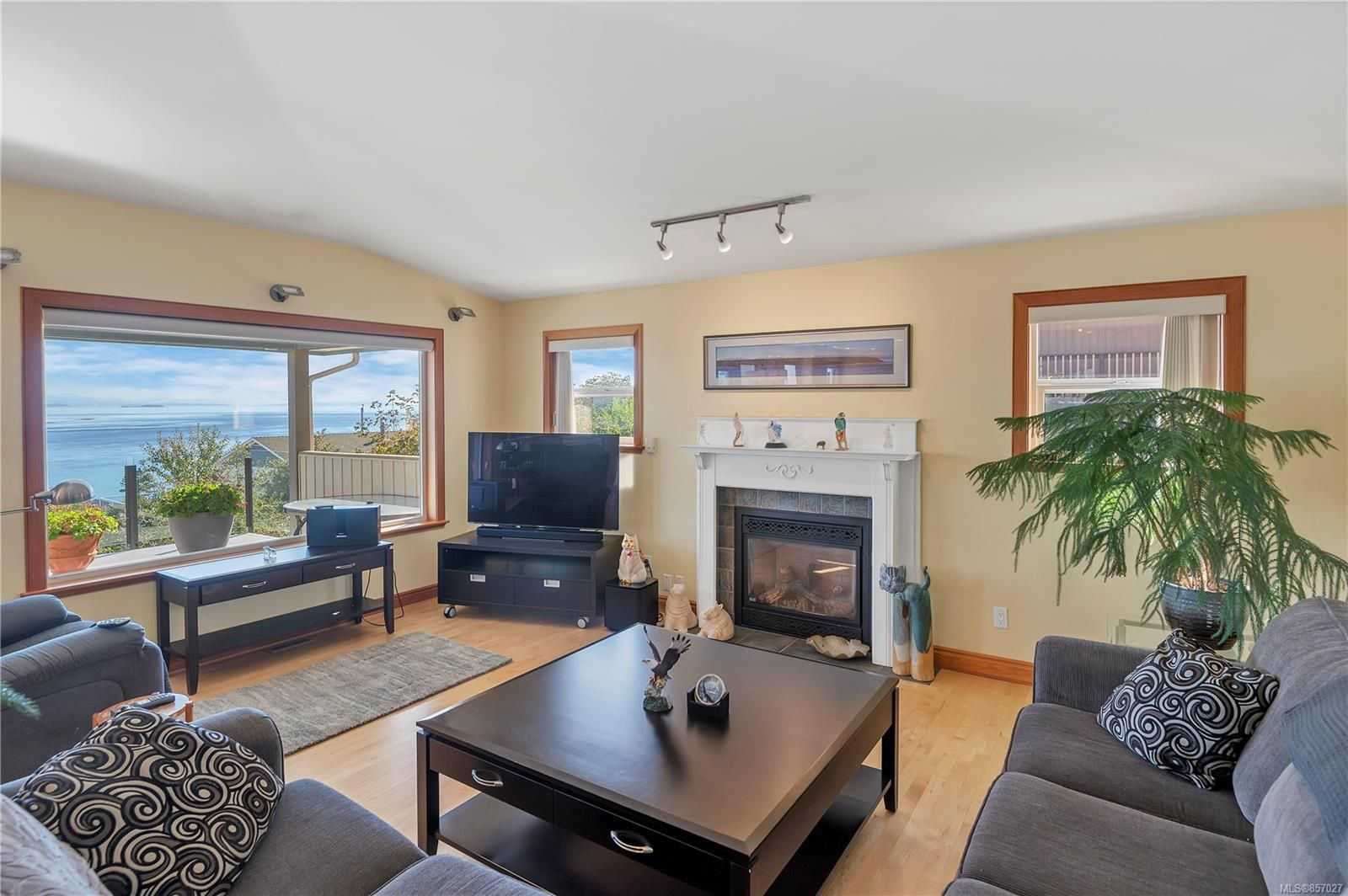 Photo 13: Photos: 253 S Alder St in : CR Campbell River South House for sale (Campbell River)  : MLS®# 857027