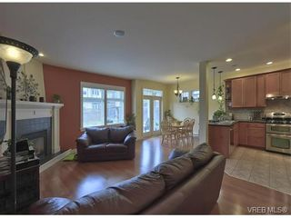 Photo 4: 4017 South Valley Dr in VICTORIA: SW Strawberry Vale House for sale (Saanich West)  : MLS®# 753226