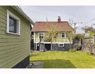 """Photo 10: 2366 CHARLES Street in Vancouver: Grandview VE House for sale in """"COMMERCIAL DRIVE"""" (Vancouver East)  : MLS®# V706768"""