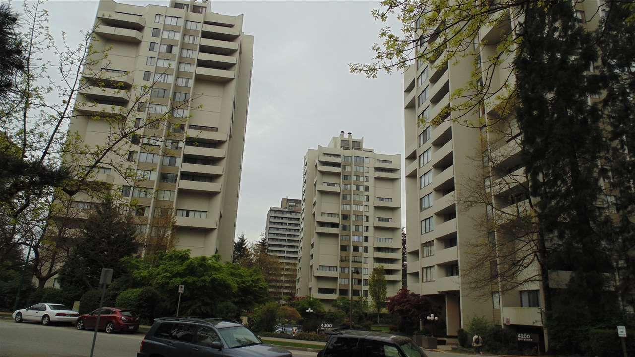 """Main Photo: 906 4300 MAYBERRY Street in Burnaby: Metrotown Condo for sale in """"Times Square"""" (Burnaby South)  : MLS®# R2164756"""