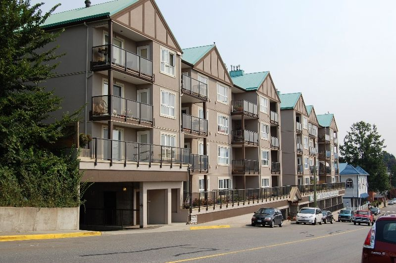 """Main Photo: 405 33165 2ND Avenue in Mission: Mission BC Condo for sale in """"MISSION MANOR"""" : MLS®# F2919194"""