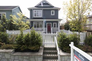 Photo 1: 2016 E 2ND Avenue in Vancouver: Grandview VE 1/2 Duplex for sale (Vancouver East)  : MLS®# R2357305