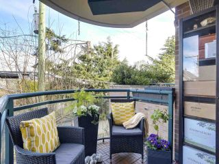 """Photo 9: 201 2665 W BROADWAY in Vancouver: Kitsilano Condo for sale in """"MAGUIRE BUILDING"""" (Vancouver West)  : MLS®# R2548930"""