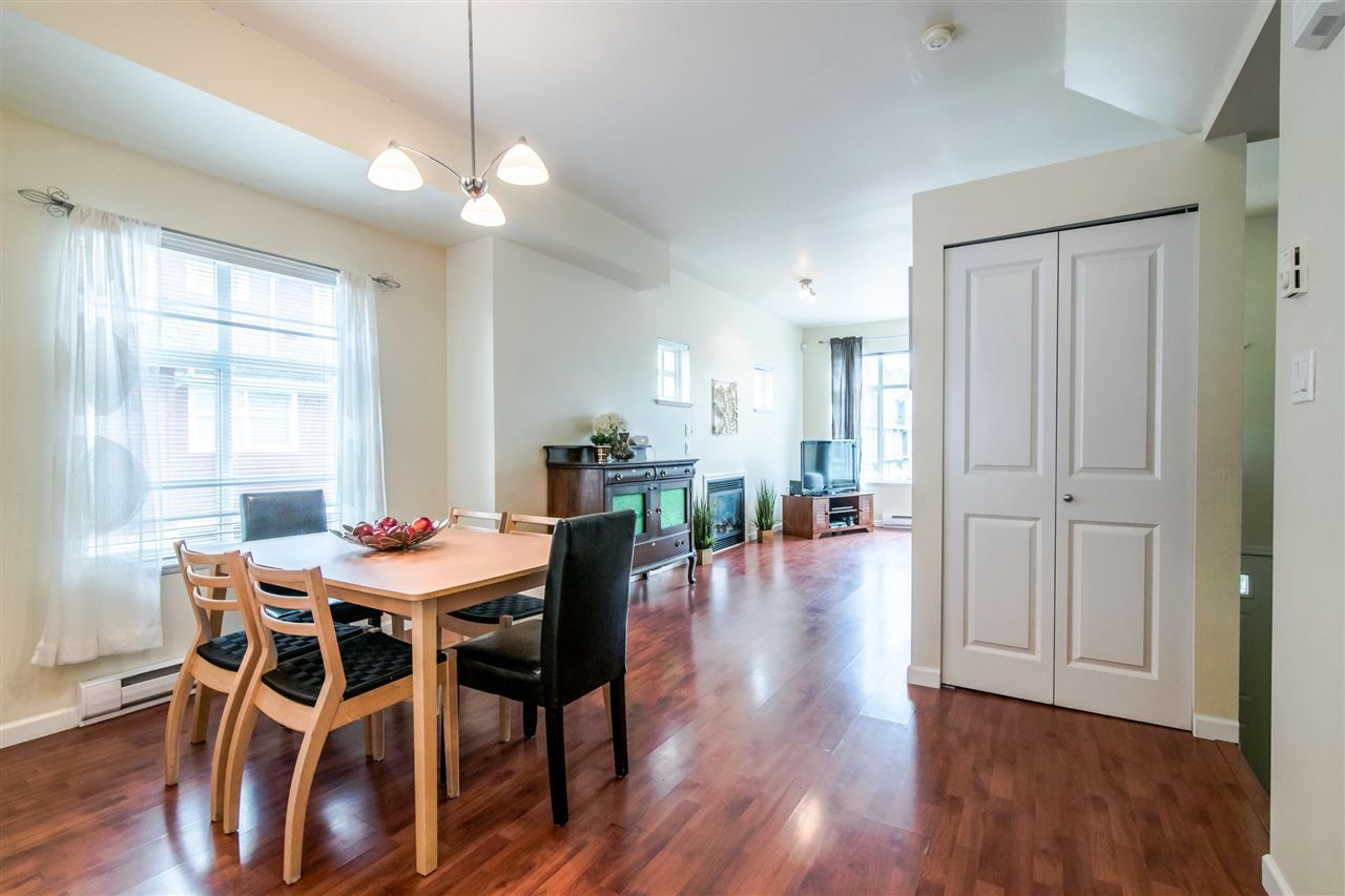"""Photo 5: Photos: 4 935 EWEN Avenue in New Westminster: Queensborough Townhouse for sale in """"COOPERS LANDING"""" : MLS®# R2355621"""