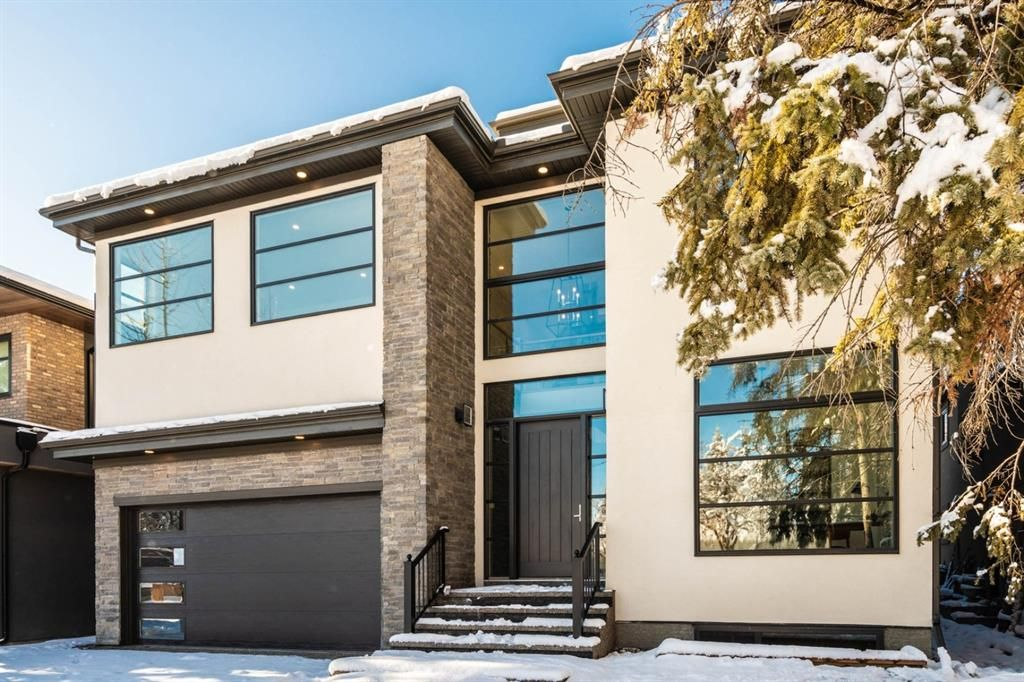 Main Photo: 23 Windsor Crescent SW in Calgary: Windsor Park Detached for sale : MLS®# A1070078