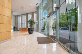 """Photo 4: 1301 1288 ALBERNI Street in Vancouver: West End VW Condo for sale in """"Palisades"""" (Vancouver West)  : MLS®# R2614069"""