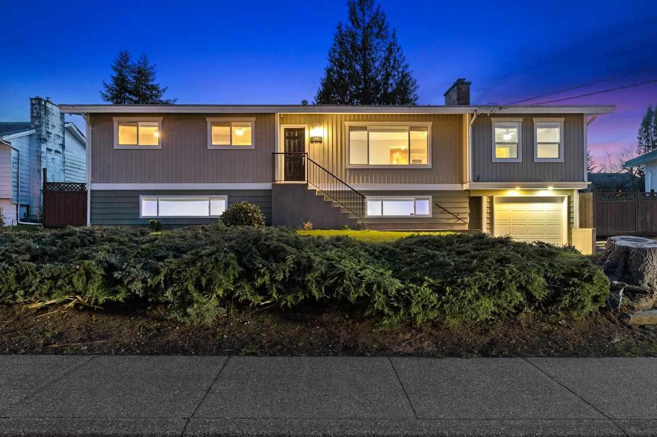 Main Photo: 2061 GLADWIN Road in Abbotsford: Abbotsford West House for sale : MLS®# R2572944