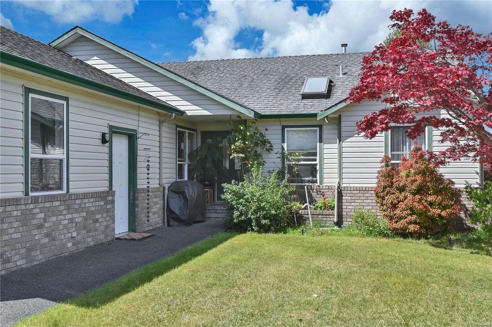 Main Photo: 290 Stratford Dr in : CR Campbell River West House for sale (Campbell River)  : MLS®# 875420