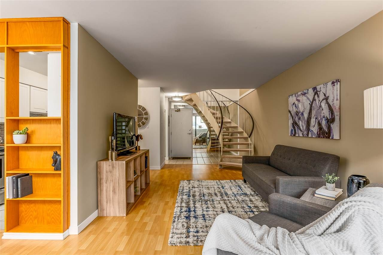 Photo 2: Photos: 207 225 SIXTH STREET in New Westminster: Queens Park Condo for sale : MLS®# R2440981