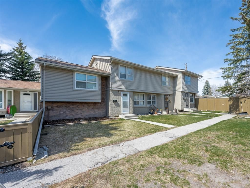 Main Photo: 55 123 Queensland Drive SE in Calgary: Queensland Row/Townhouse for sale : MLS®# A1101736
