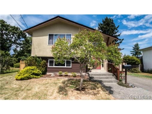 Main Photo: 2272 Gail Pl in SIDNEY: Si Sidney South-East House for sale (Sidney)  : MLS®# 734823