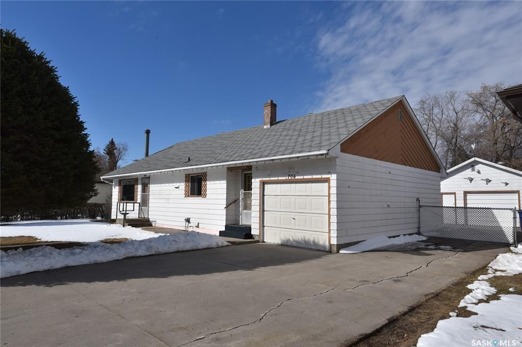 Main Photo: 706 1st Street West in Nipawin: Residential for sale : MLS®# SK850867