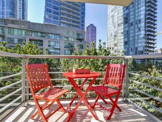 Photo 11: 406 590 NICOLA STREET in Vancouver: Coal Harbour Condo for sale (Vancouver West)  : MLS®# R2302772